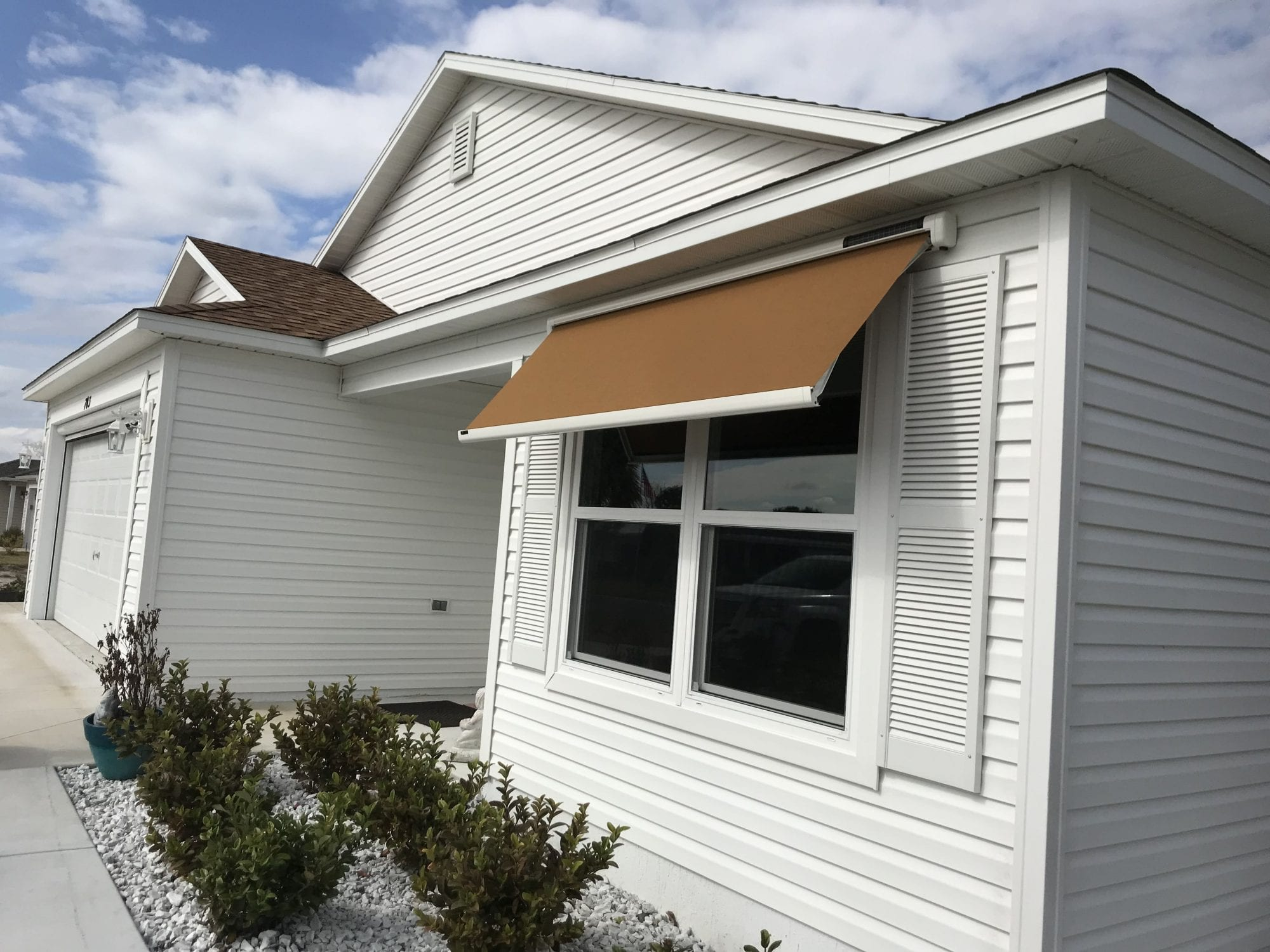 Exterior view of the Sol-Lux Eos Smart Home Window Awning